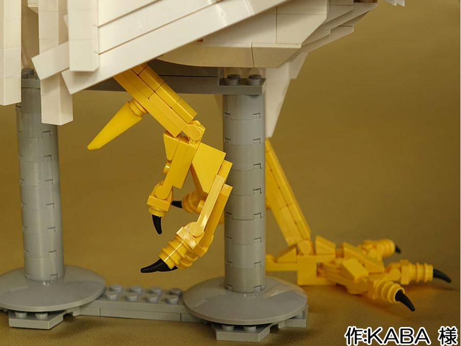 レゴのリアルなニワトリ脚を横から
