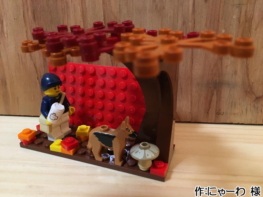 レゴでできた鍵かけに取り付けられた作品です